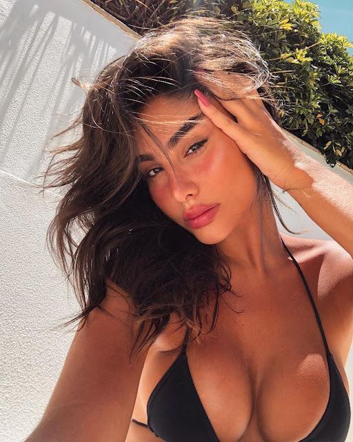 Jennifer Auada Hot & Sexy pics