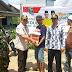 PKB Inhil Serahkan 65 Paket Bantuan Untuk Korban Kebakaran Desa Bekawan