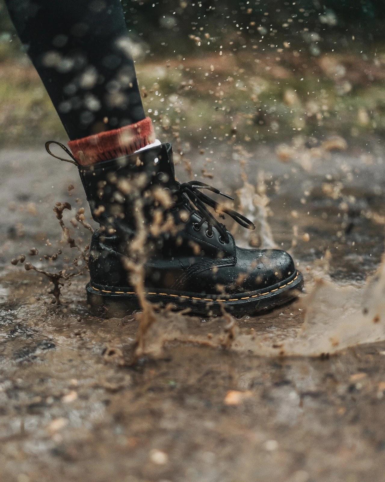 Sepatu gunung basah