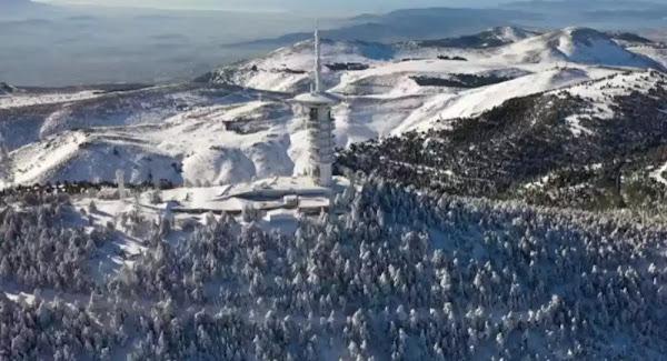 Καιρός: Χιόνια και στην Αττική - Απαγόρευση κυκλοφορίας φορτηγών σε τμήμα της Αθηνών - Λαμίας