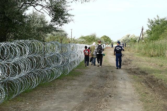 Tafficanti turchi di esseri umani  operano apertamente al confine con la Grecia