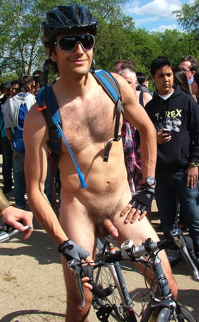 Naked man with bike uncircumcised — pic 14
