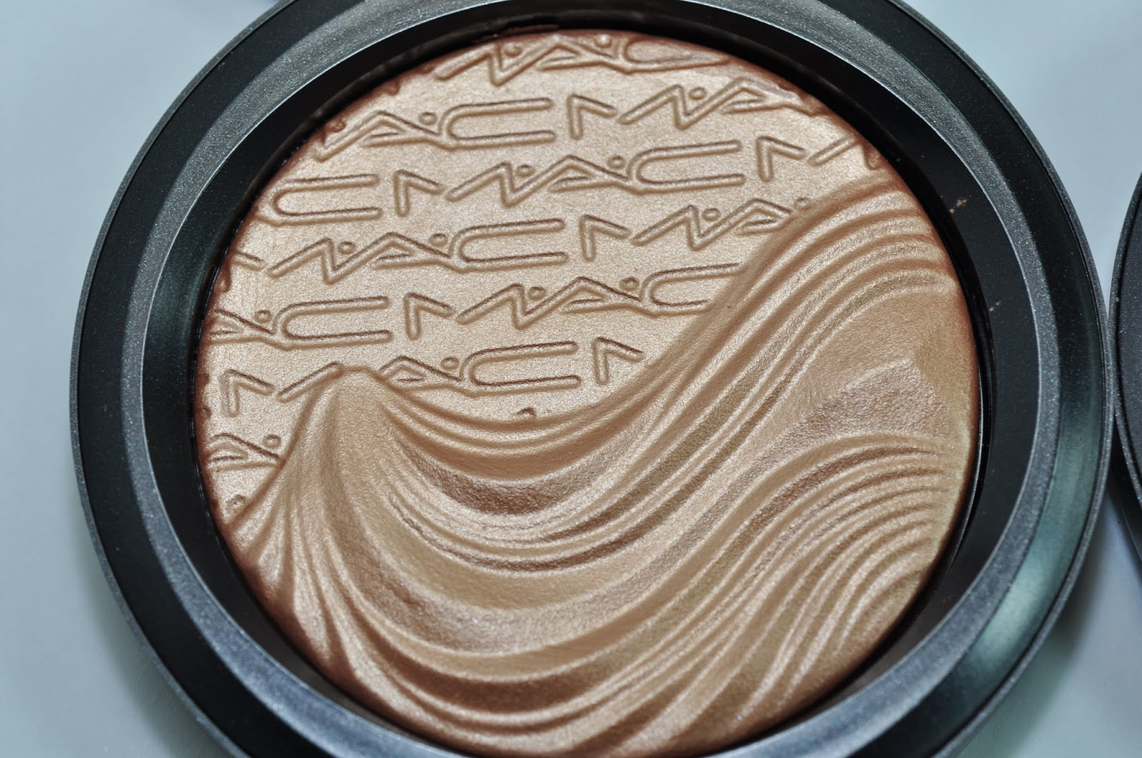 MAC-Magnetic-Nude-Extra-Dimension-Skinfinish-2014 - Beauty
