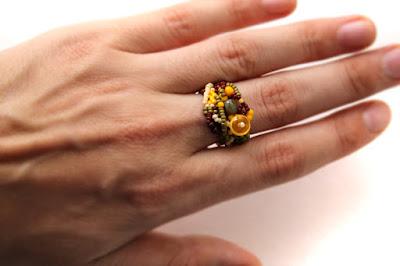 купить  необычные украшения из бисера кольца ручной работы фриформ бохо