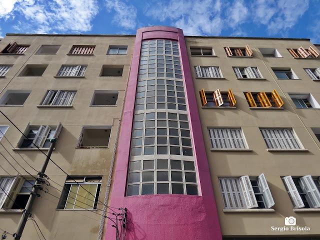 Vista ampla da fachada do Prédio Santa Maria - Liberdade - São Paulo