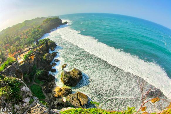 Suasana Bali di Pantai Ngobaran Yogyakarta