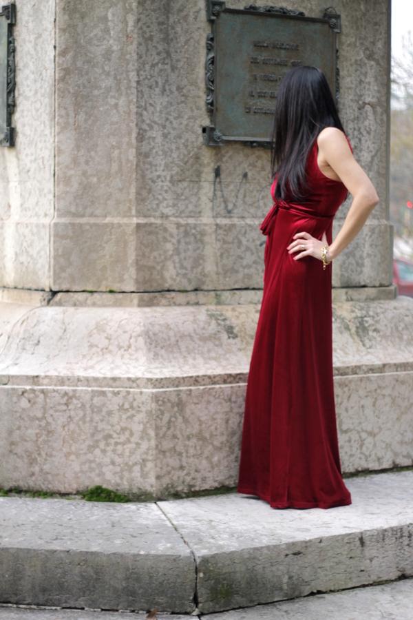 vestito rosso, vestito bordoux, ecopelliccia, pelliccia bianca, pelliccia con le stelle, pelliccia spiritosa, come abbinare un vestito in velluto, influencer italiana, influencer, italian influencer, influencer verona, verona abito in velluto