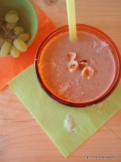 Λαχταριστό φουντουκένιο smoothie με νιφάδες φαγόπυρου, φρούτα και σοκολατένιο ταχίνι