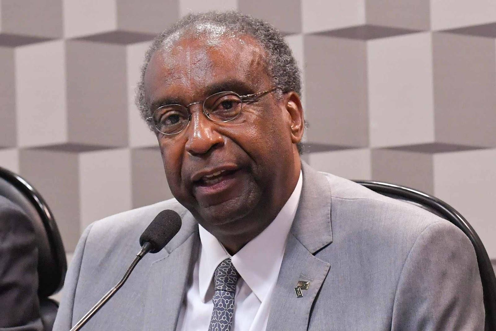Ministro da Educação deixa o governo após revelações de falsidades em currículo