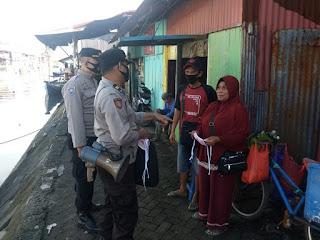 Memupuk Kesadaran Masyarakat terkait Prokes, Polres Pelabuhan Makassar rutin Blusukan dan bagikan Masker