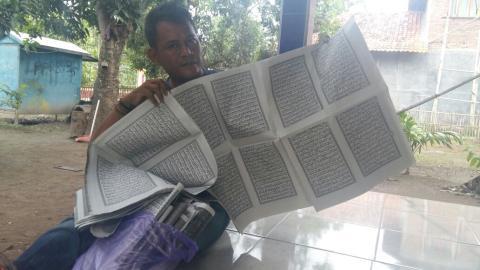 Heboh, Lembaran Al Qur`an Jadi Bungkus Makanan di Cirebon