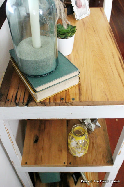 ladder shelf, reclaimed wood, salvaged wood, bookshelf, barnwood, http://bec4-beyondthepicketfence.blogspot.com/2016/04/easy-ladder-shelf.html