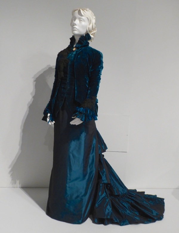 Jessica Chastain Crimson Peak Lucille gown