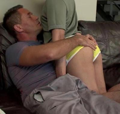 stariji-cika-voli-zenstvene-gej-klince-za-neobavezan-seks