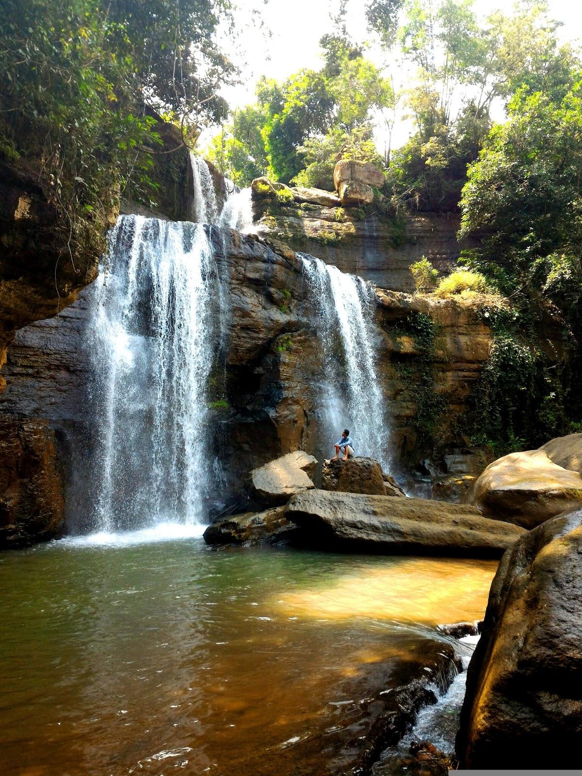 Menikmati keindahan alam di Coban Nirwana. Foto: fandy2134.blogspot.co.id