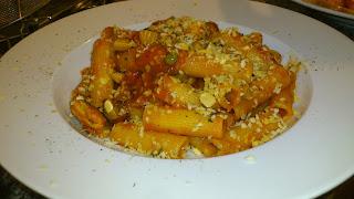 出張料理:鰯のトマトソースのパスタ