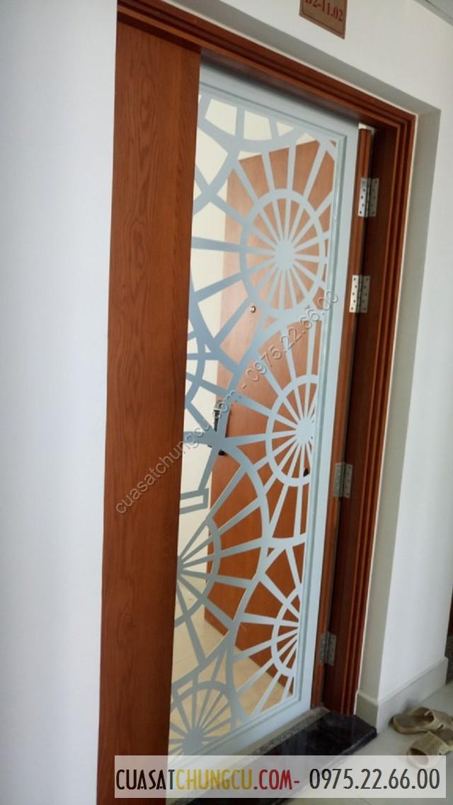 Làm cửa sắt 1 cánh cho chung cư