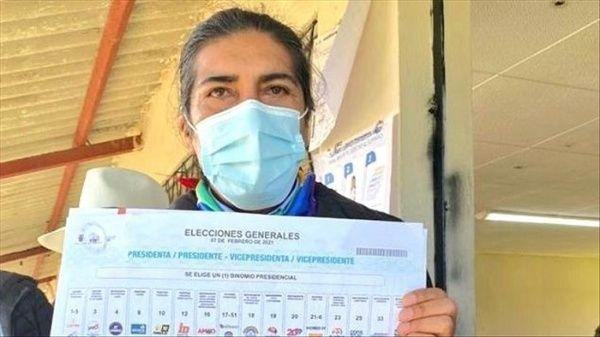 Ecuador: Yaku Pérez, obtiene el 19,92 porciento  y aventaja levemente Guillermo Lasso