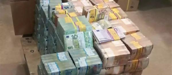 Καβάλα: Εκεί είχαν κρύψει τα 4,2 εκατ. ευρώ - Χρειάστηκε καροτσάκι για να τα μεταφέρει η ΕΛ.ΑΣ.