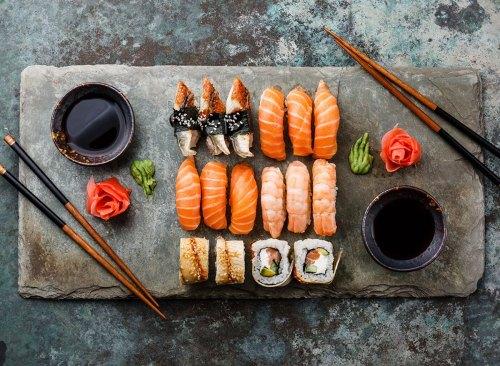 Apakah Sushi Sehat? Kami Meminta Dua Ahli Diet Terdaftar untuk Mengetahui
