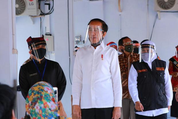 Pembakaran Bendera PDIP Jembatan Menuju Penggulingan Jokowi?