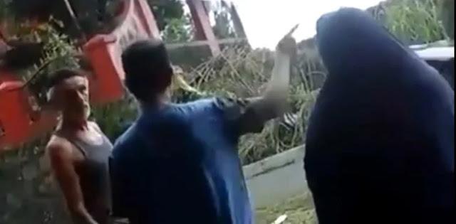 Tak Suka Alunan Selawat, Bule Ancam Rusak Masjid Di Bogor