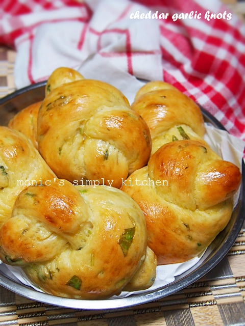 cheddar garlic knots tanpa ulen