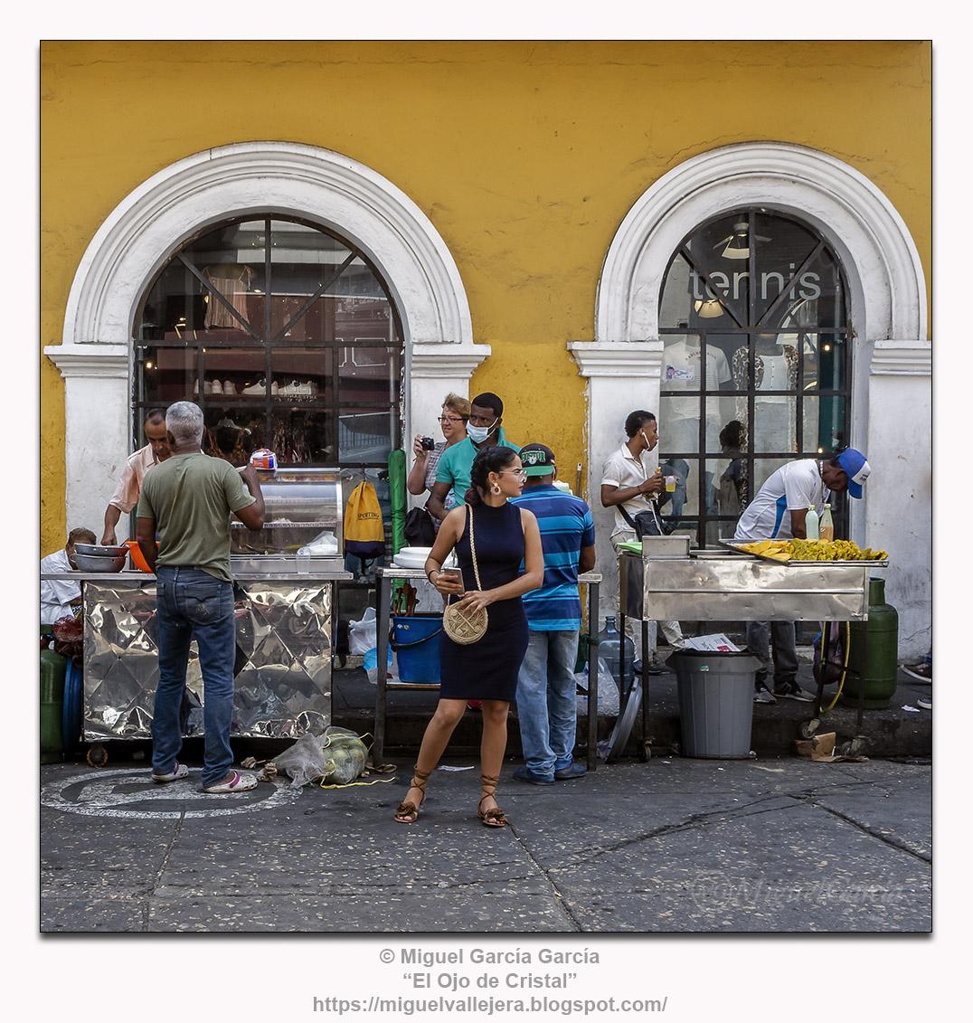 Puestos de comida callejera. Cartagena de Indias, Colombia.