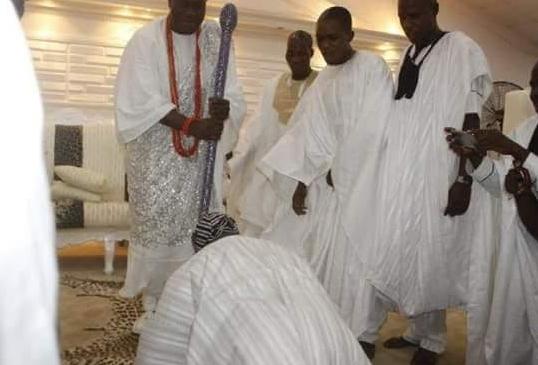 obasanjo prostrates for ooni ife