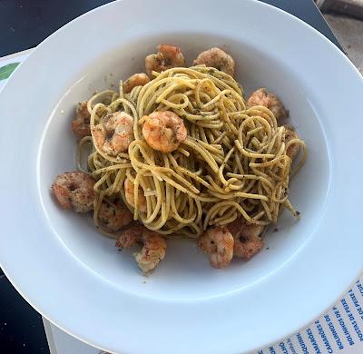 Spaghetti com Camarões ao Pesto
