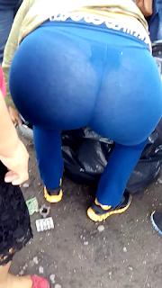 Bella mujer culona calzas transparentes