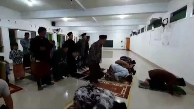 MUI Sesalkan Sholat Tarawih Super Cepat di Indramayu