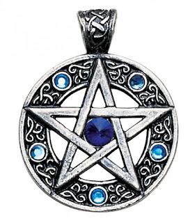 http://www.fandecor.ro/cumpara/pandantiv-viking-pentagrama-celtica-529