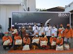 Serahkan Paket Sembako untuk Petugas Lapangan DLH, Wako Apresiasi BNI Wilayah 02 Padang