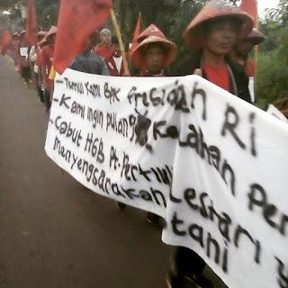 Petani Karawang Aksi Jalan Kaki ke Istana Negara