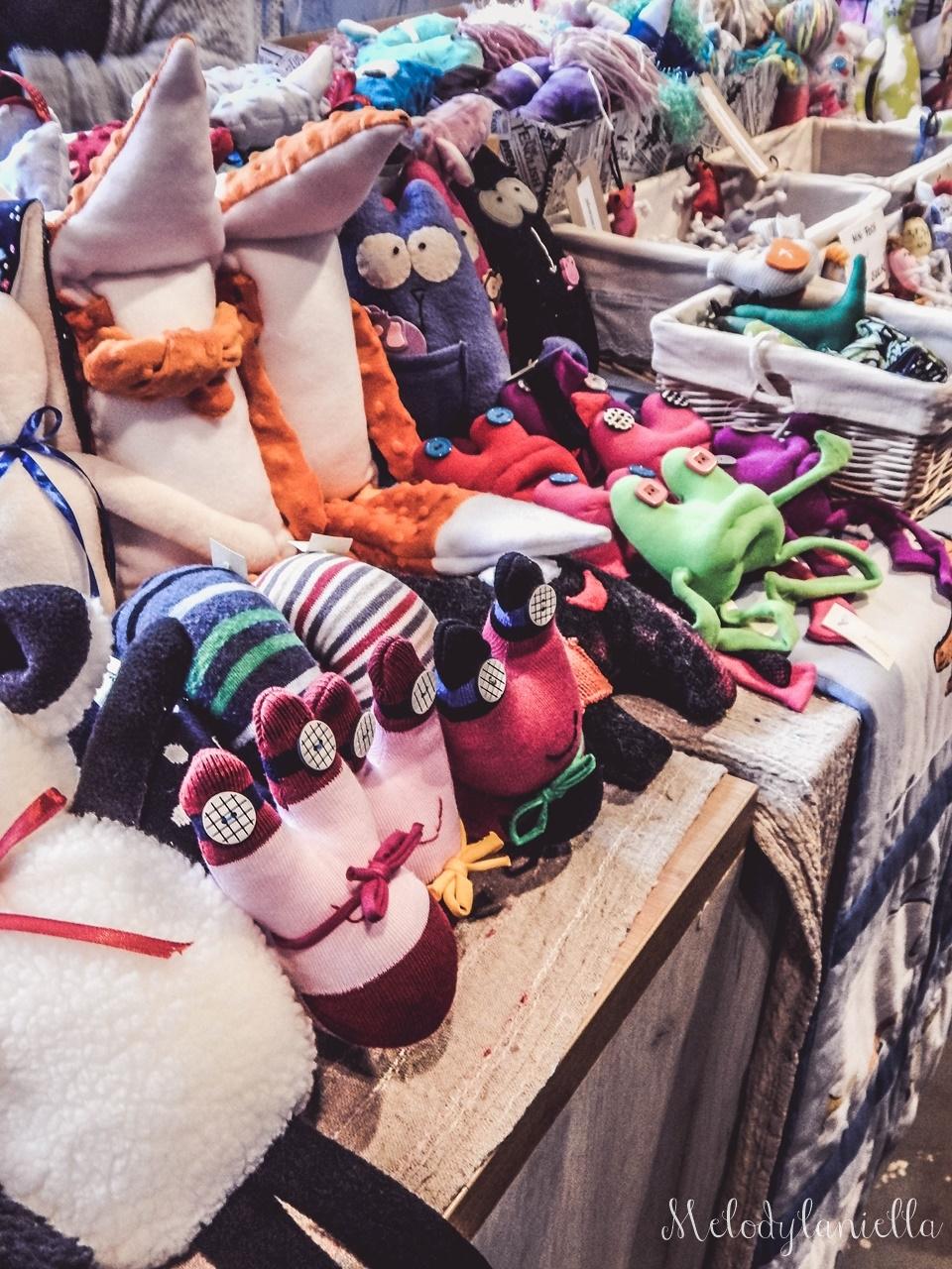 23 nietypowy jarmark świąteczny piotrkowska 217 co dzieje się w łodzi dwukropek ogrody zofii bożonarodzeniowy jarmark targ świąteczny świat z lukru pierniki świąteczne łódź biżuteria handmade piando zigner