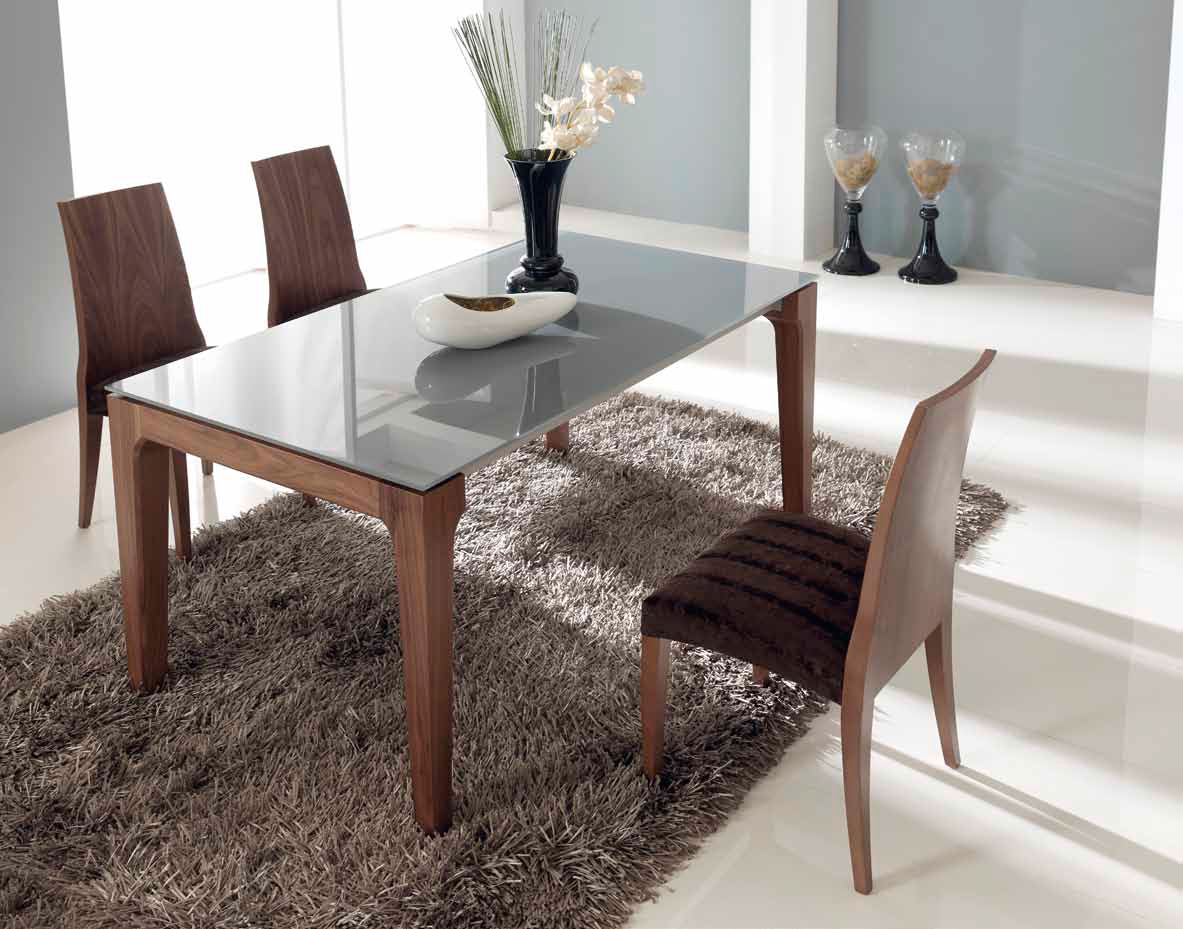 Mesas de comedor como decorar una mesa de comedor de cristal for Adornos mesa comedor cristal
