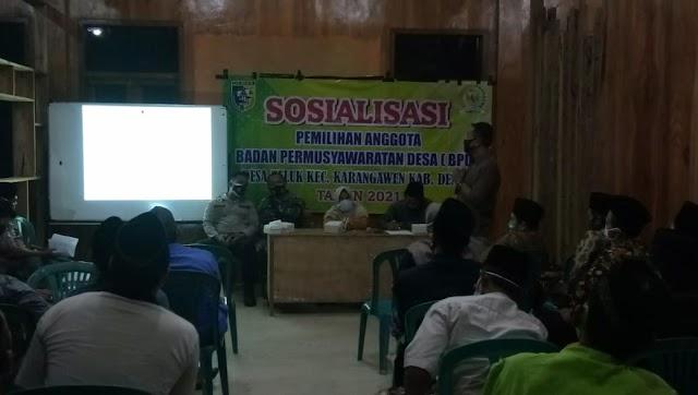 Hadiri Sosialisasi Pemilihan Anggota BPD Desa Teluk, Babinsa Ingatkan Protokol Kesehatan