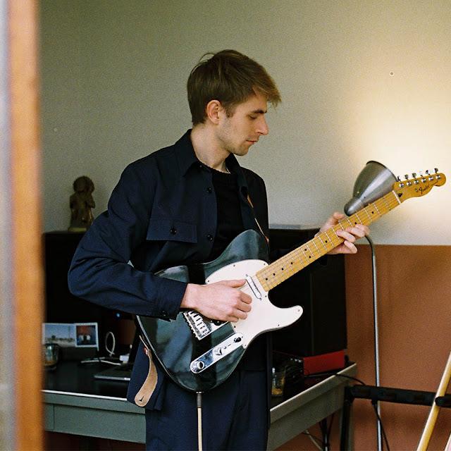Saux est le projet solo du néerlandais Jurian van der Hoeven.