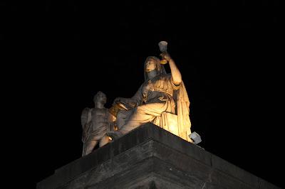 statua alla gran madre