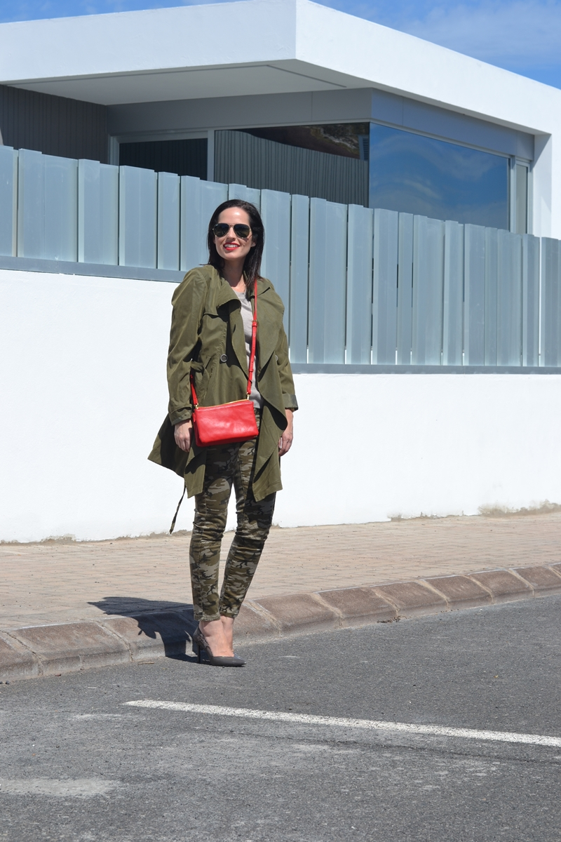 camo-jeans-green-trench-outfit