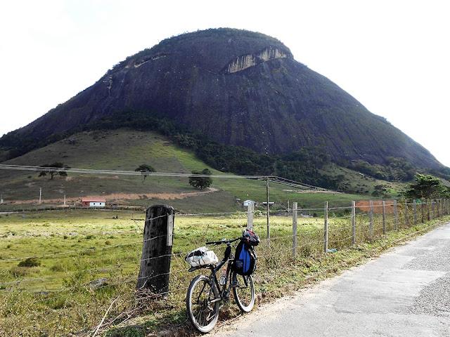 Na estrada, próximo a Água Doce do Norte. Foto Gilson Soares, 2014.
