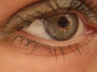 Natural Remedies To Tighten Skin Around Eyes