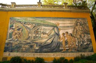 Mural en homenaje a Gabriela Mistral, realizado en cerámica