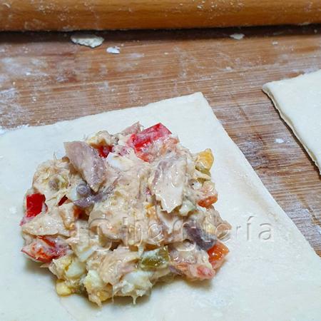 Empanaditas de caballa con masa casera hojaldrada