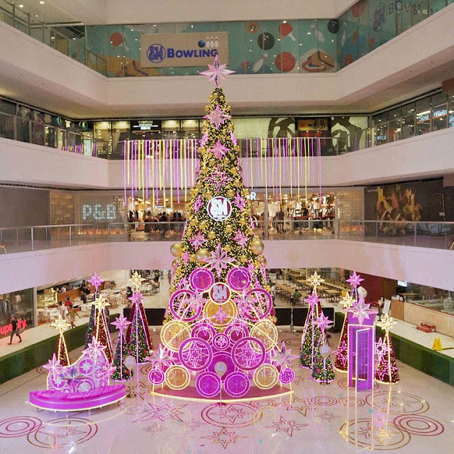 Mega and Bright in SM Megamall's dazzling Christmas tree