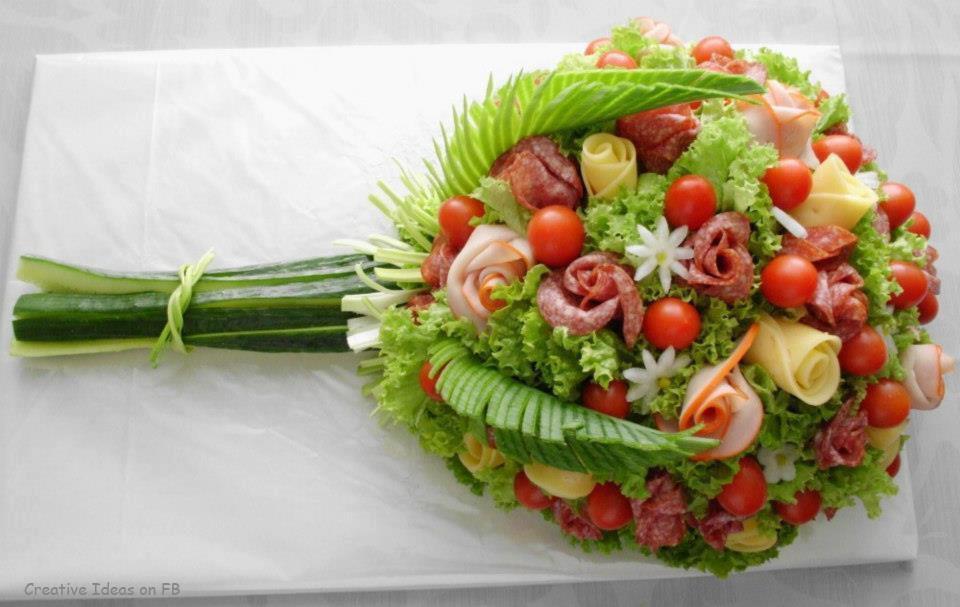 sayuran dan buah dihias berbentuk buket bunga