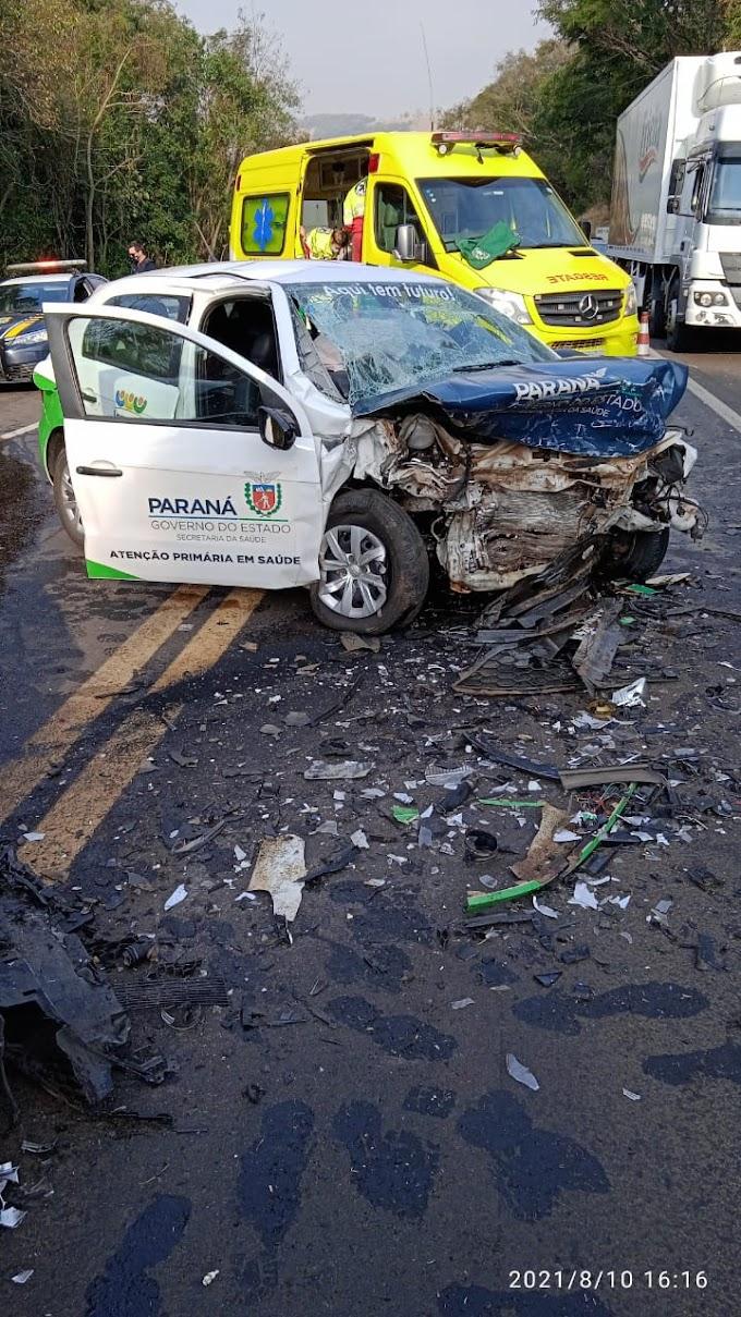 Três pessoas ficam feridas após grave acidente com carro da Saúde de Laranjeiras na BR 277