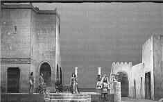 terrazza di un palazzo con personaggi della medusa di barilli