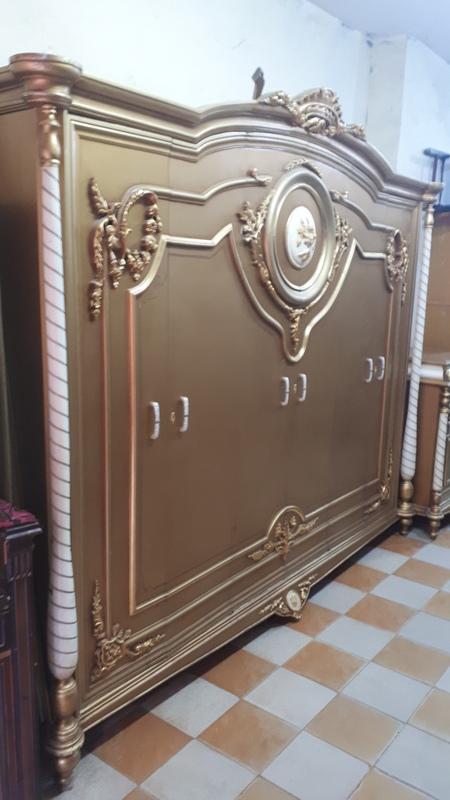 غرفة نوم كلاسيك مستعملة 6 درفة لون دهبي